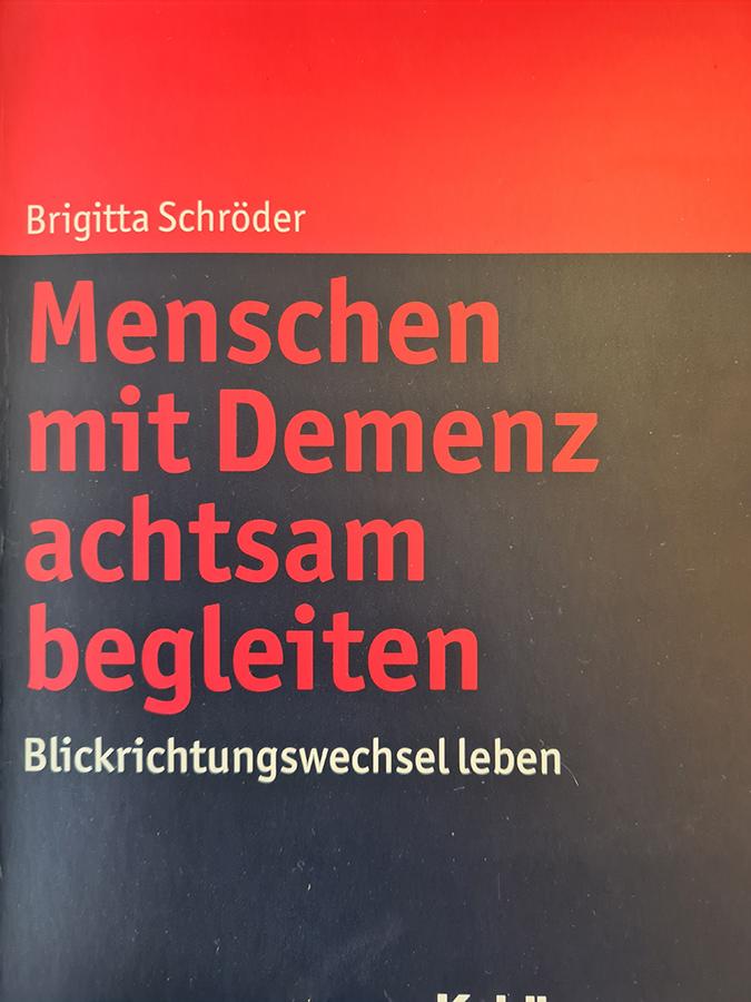 Buch: Menschen mit Demenz achtsam begleiten